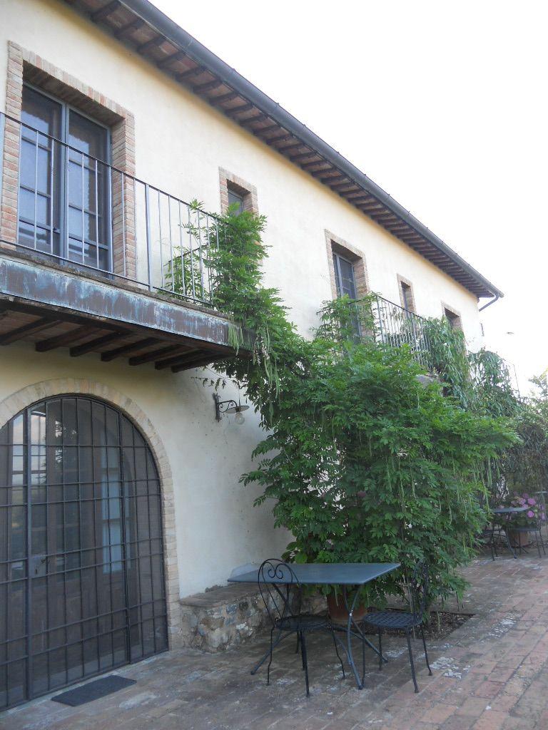 La finestra di stefania agriturismo antico uliveto glicine - La finestra viola ...