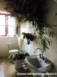 atmosfera floreale per il bagno, Floral atmosphere for the bathroom